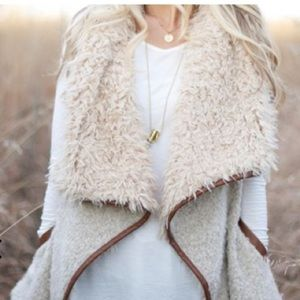 Lisa Open Front Sherpa Vest w Pockets in Natural